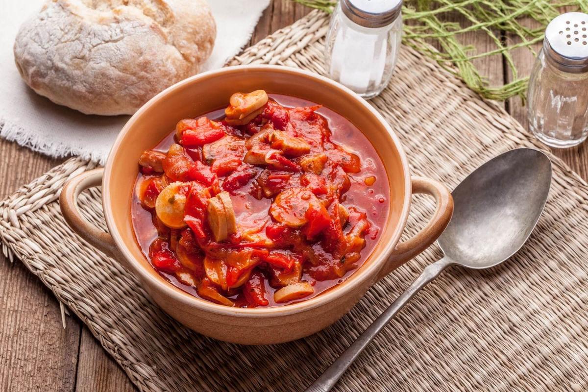 Что приготовить: рецепт необычного лечо по-венгерски с мясом для всей семьи