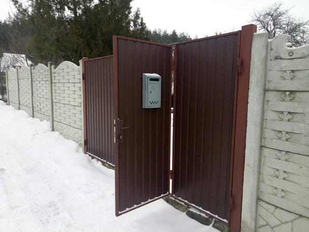 В частном доме под Харьковом найдена мертвой целая семья с детьми – кадры и подробности
