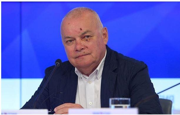 Такое ощущение, что жена пропагандиста Киселева нещадно избила его сковородой и выгнала на улицу спать в собачью будку, - соцсети