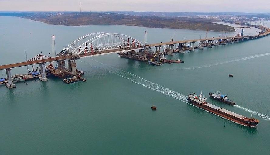Россия плюет на международное право: США и Британия осудили открытие Керченского моста