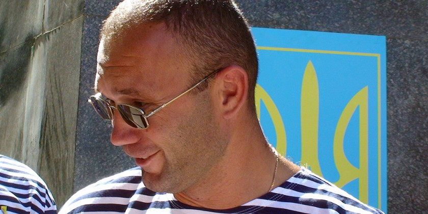 Не хуже верблюдов: общественник плюнул в одесского депутата и получил плевок в ответ