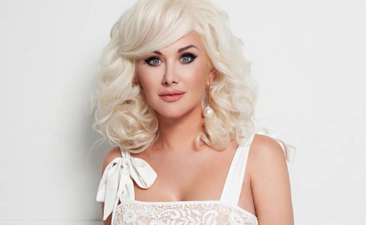 Катерина Бужинская приняла ванну Клеопатры на глазах у подписчиков