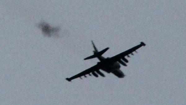 Очевидцы: Над Донецком летает самолет, слышны взрывы, автоматная очередь