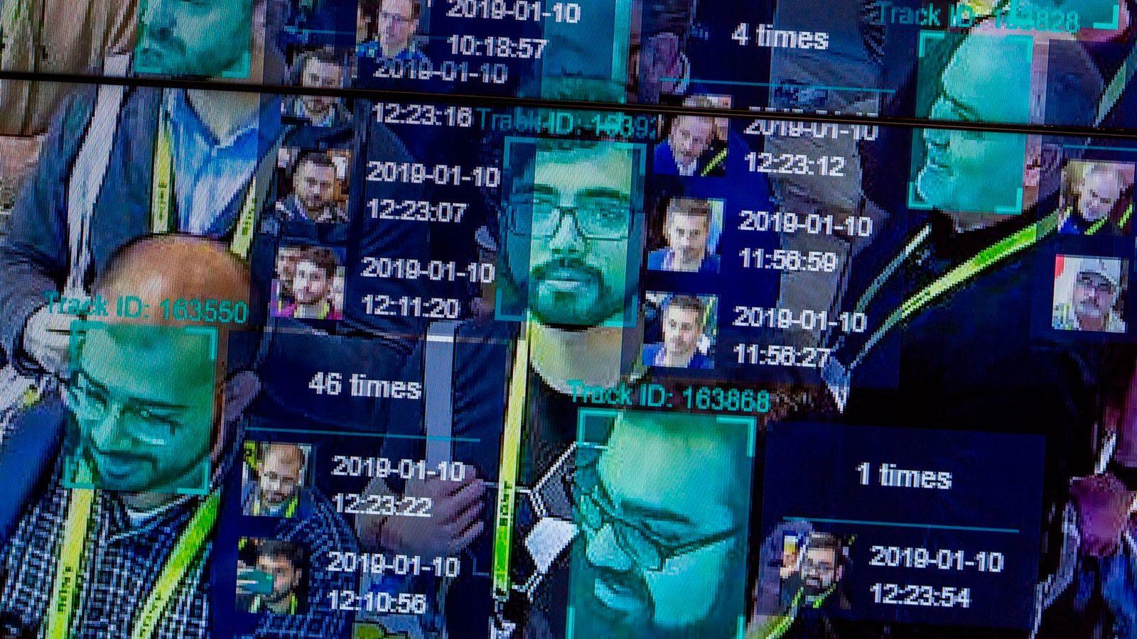 Виртуальная маскировка: искусственный интеллект с помощью макияжа смог обмануть систему распознавания лиц