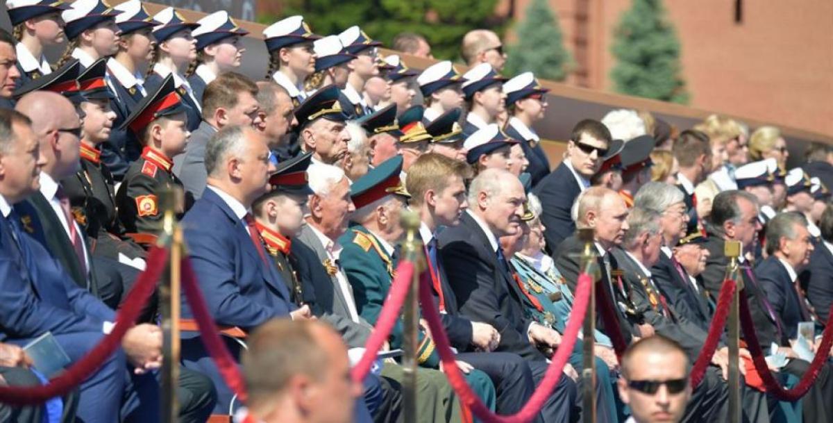 Путин проигнорировал сына Лукашенко на параде в Москве – президент Беларуси мгновенно отреагировал