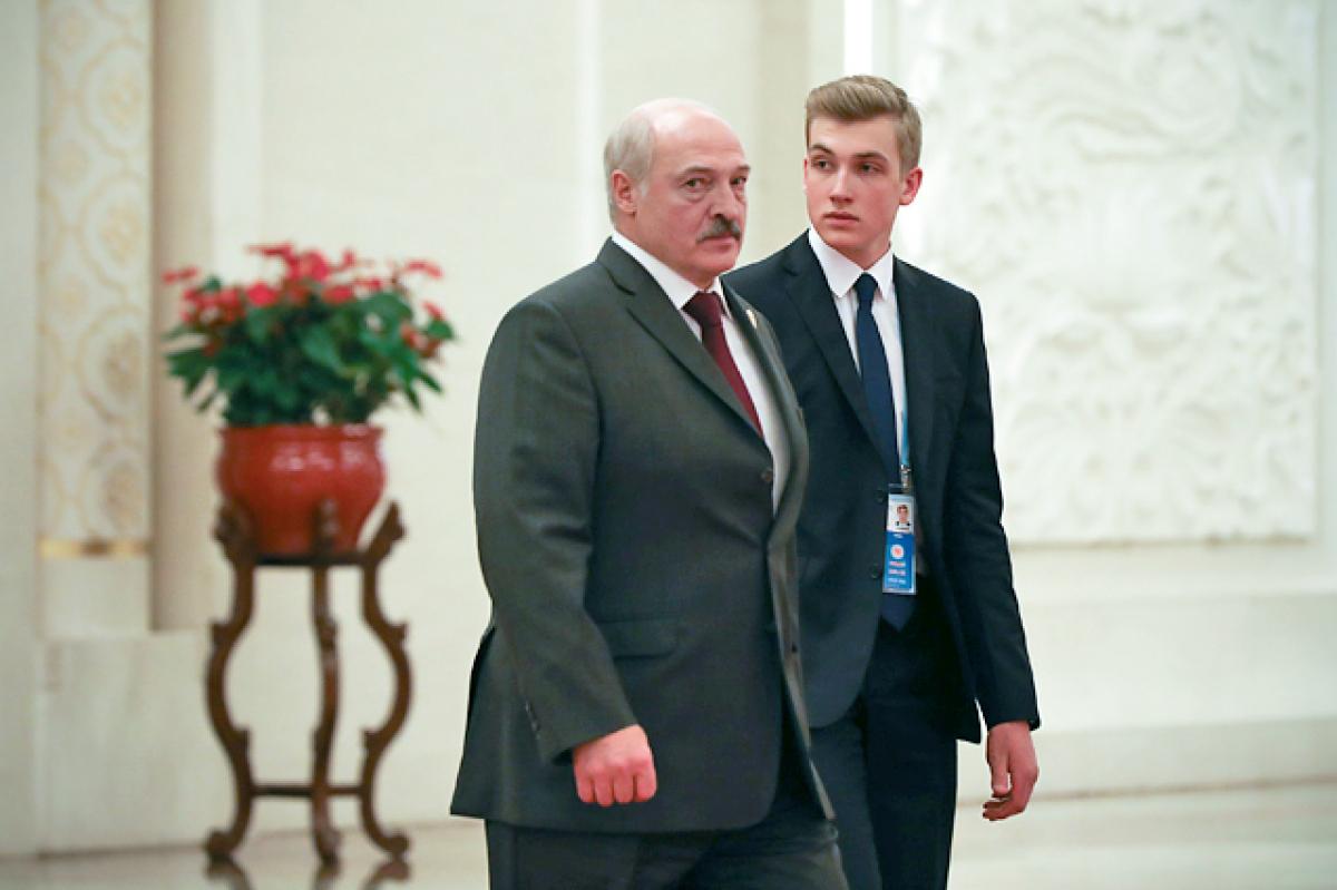 Сын Лукашенко Коля переезжает в Москву под вымышленной фамилией: СМИ узнали, что произошло в Минске