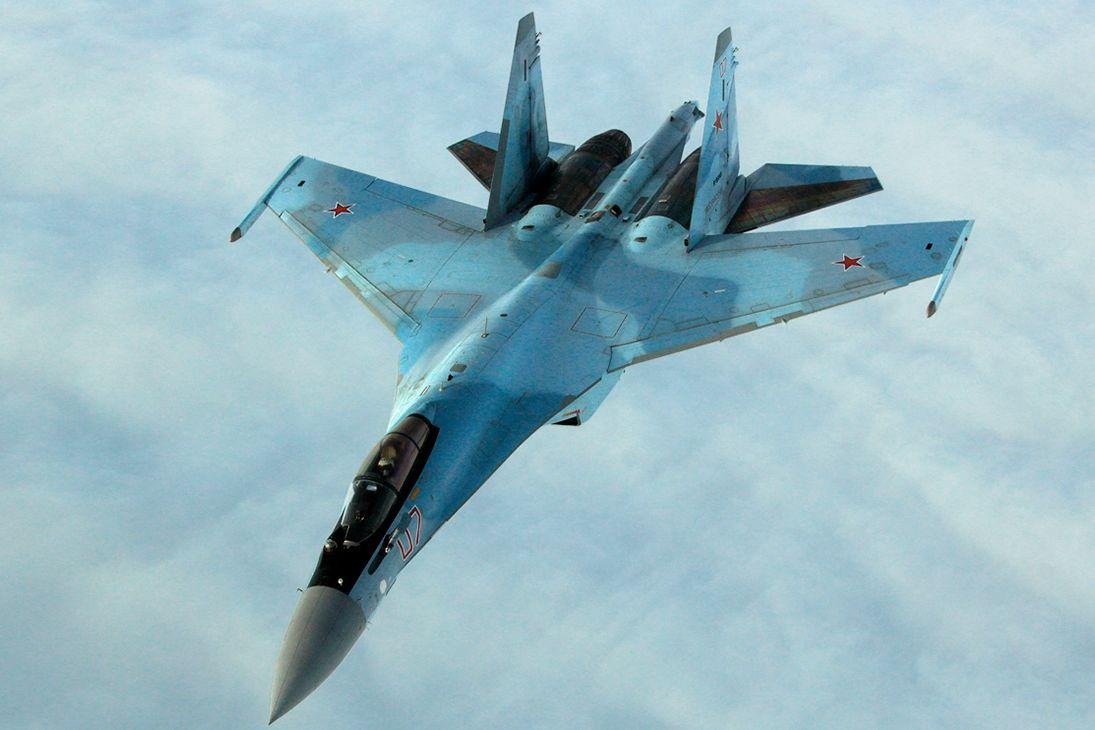 """Выжженное пятно и обугленная конструкция: в РФ показали, что осталось от упавшего истребителя """"Су-35"""""""