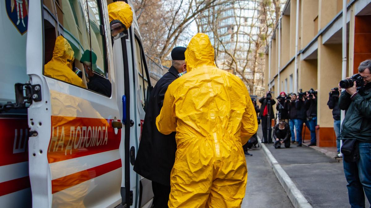 """""""Резкое обострение"""", - Минздрав сообщил, сколько подозрений по коронавирусу в Украине"""