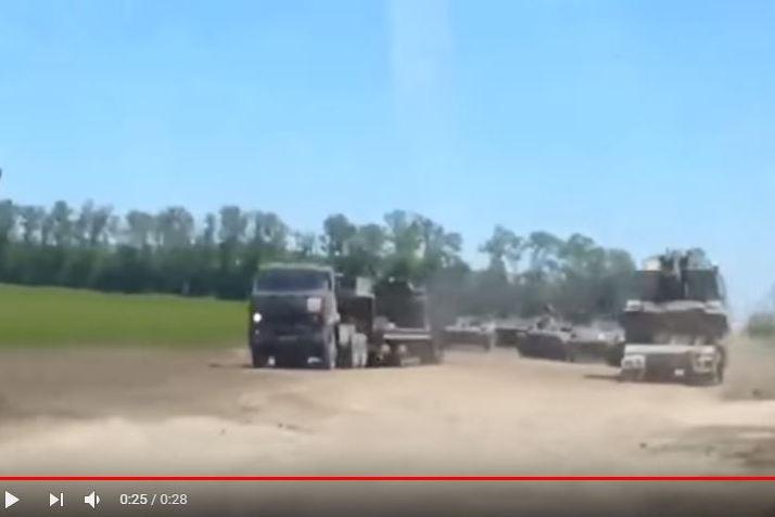 Оккупант готовится: близ границы Украины в РФ обнаружили устрашающую колонну тяжелой артиллерии