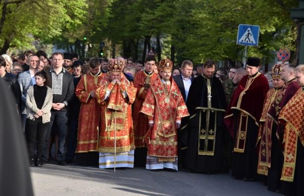 Крестный путь в Тернополе посвятили бойцам АТО: более 5 тысяч человек приняли участие в шествии