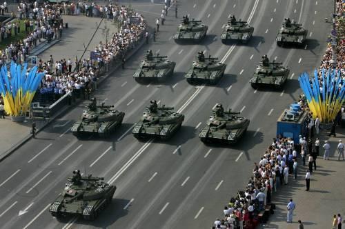 Прямо с парада в честь Дня независимости в Киеве военная техника отправится в зону АТО