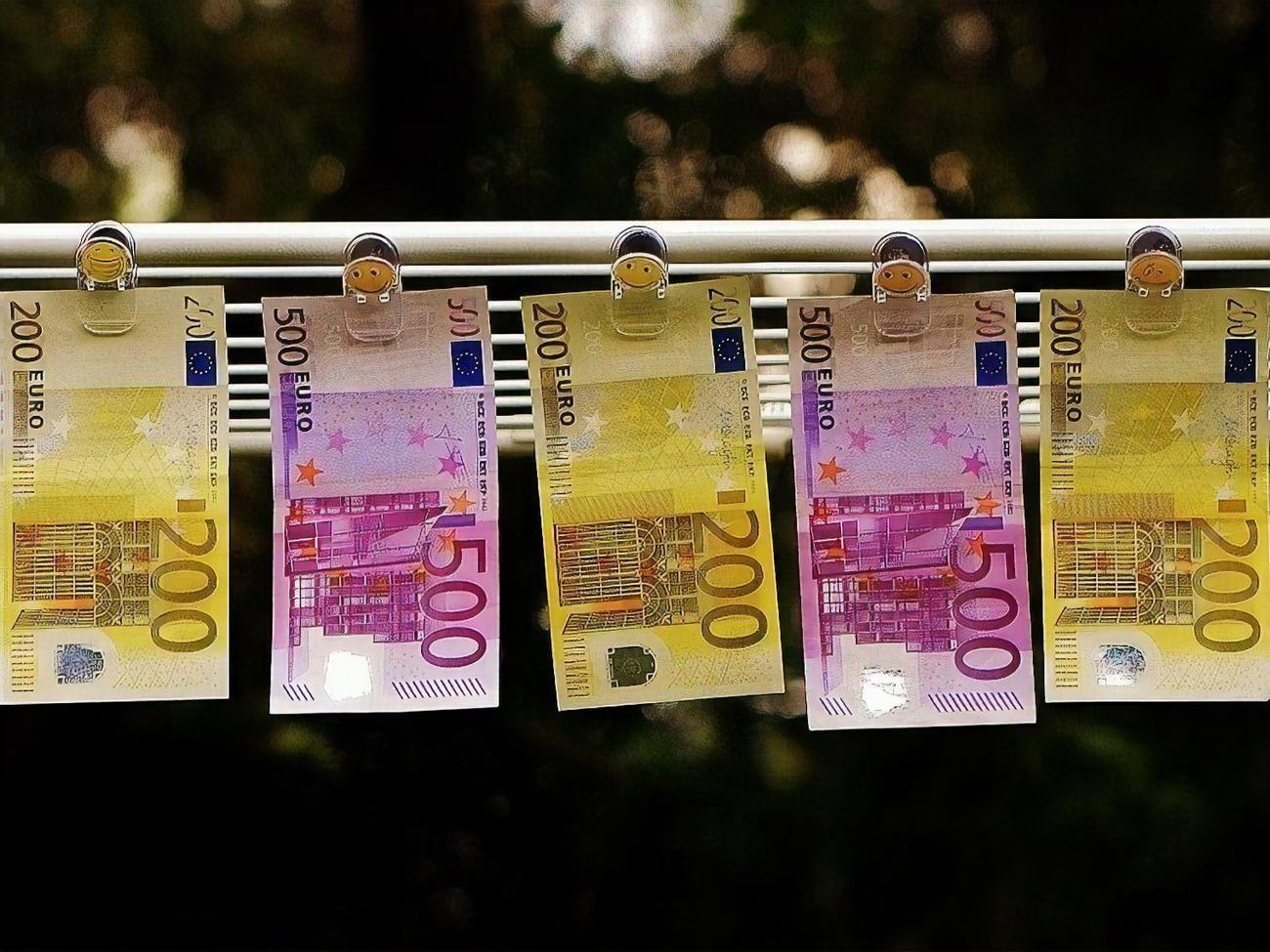 НБУ укрепил гривну: курс валют доллар и евро на 17 мая