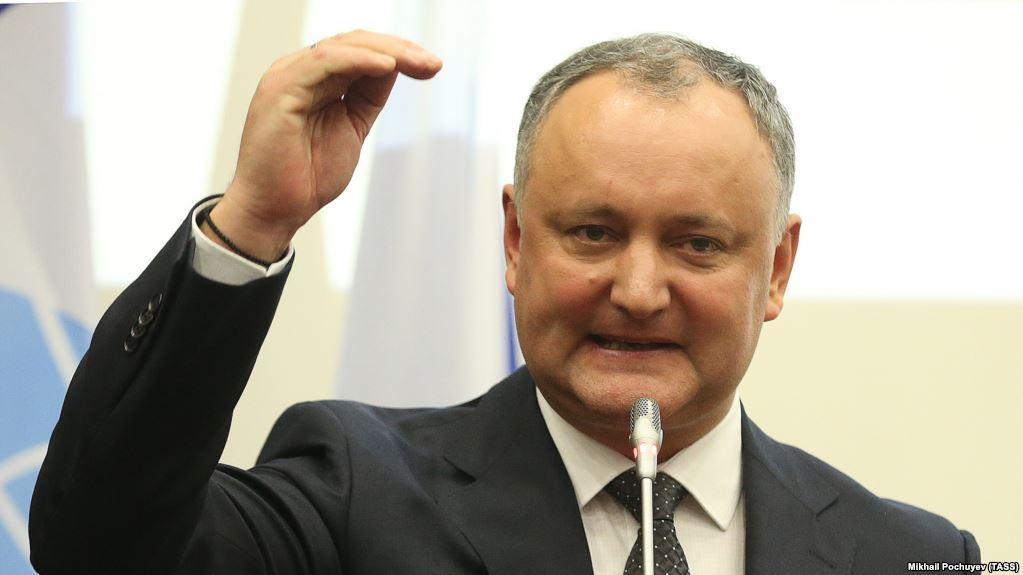 """Додон просто """"убит"""" законом про румынский язык в Молдове: пропутинский президент пообещал устроить противодействие Кабмину и вывести людей на улицы"""