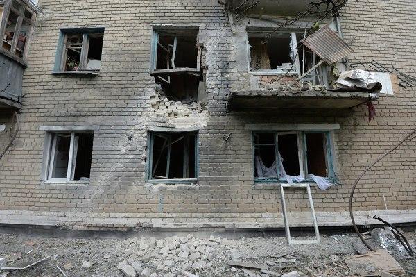 Обстановка в Донецке накаляется: снаряды падают в жилые районы Петровки и Абакумова