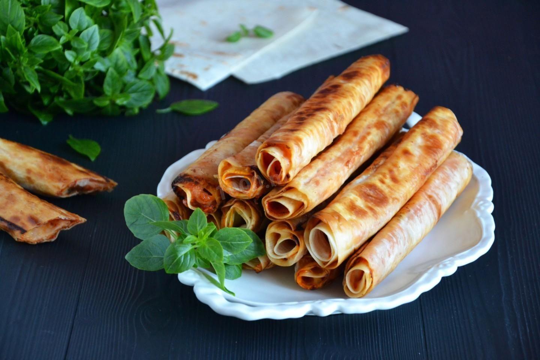 Пальчики оближеш: рецепт смачної закуски з лаваша з начинкою з сиру допоможе заощадити час