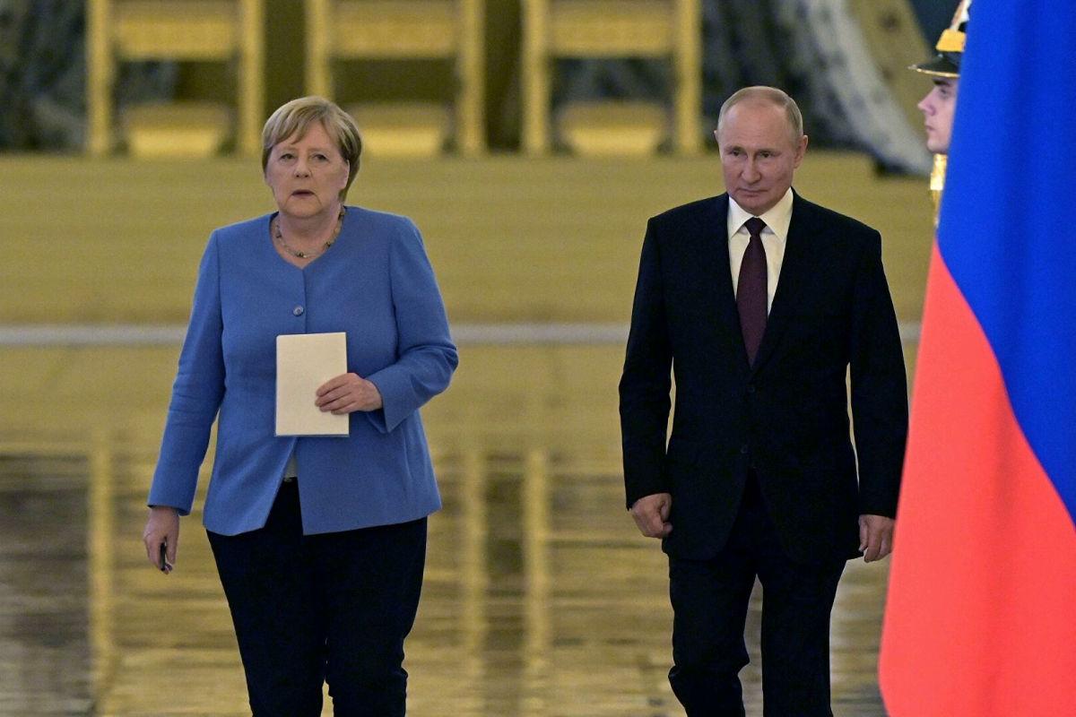 Меркель одной фразой могла заставить Путина отпустить Навального, но не сделала этого - Латынина