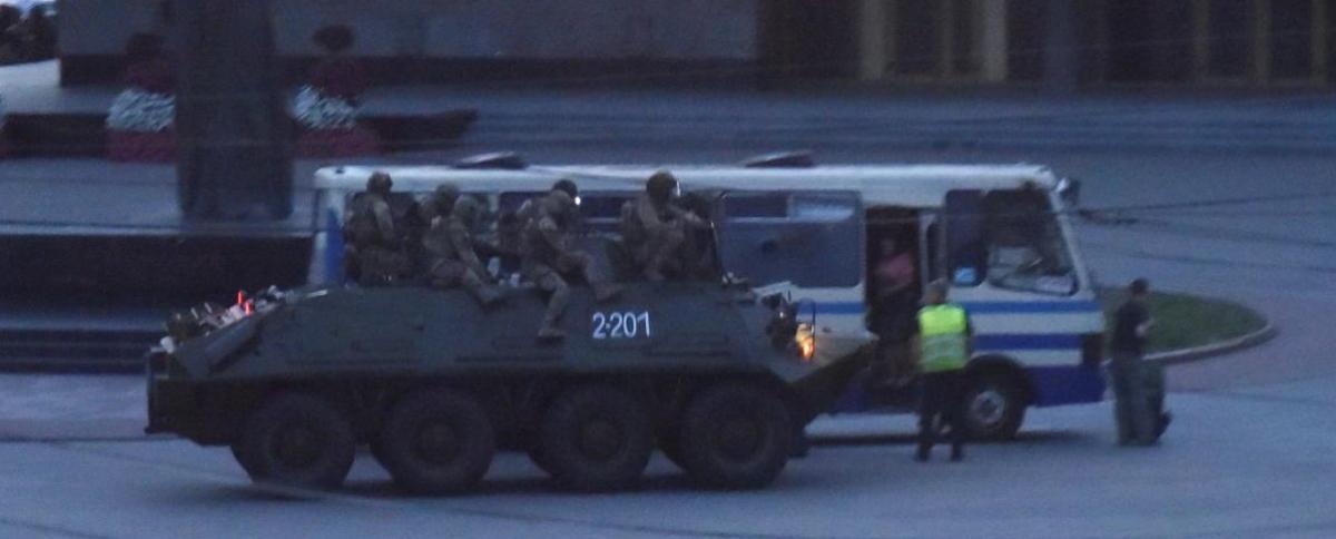 Штурм автобуса в Луцке: Геращенко объяснил применение БТРа уже после фактического задержания Кривоша