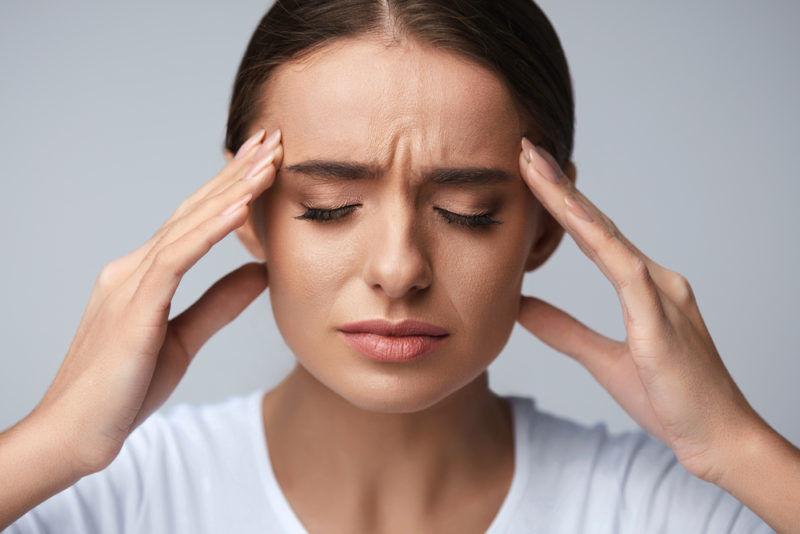 """Невролог объяснила, о чем может сигнализировать синдром """"тяжелой головы"""""""