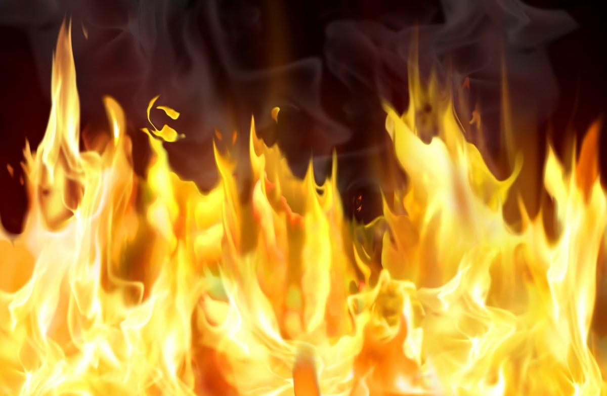 В России в смертельном пожаре заживо сгорели пять человек: появились кадры, что осталось от недавно построенного дома, - подробности
