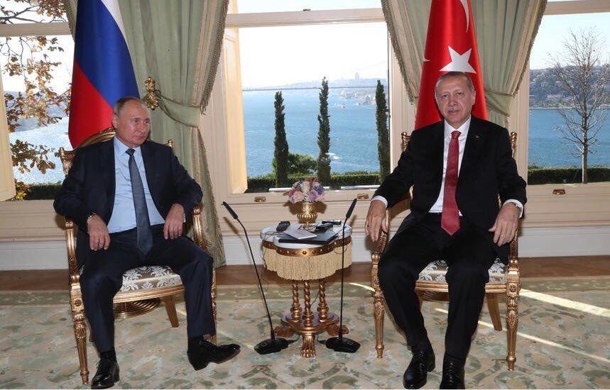 Фото Путина на встрече с Эрдоганом взорвало Сеть: президент РФ удивил соцсети странной деталью
