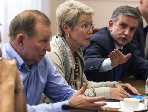 СМИ: представители Украины и ОБСЕ покинули место переговоров контактной группы в Минске