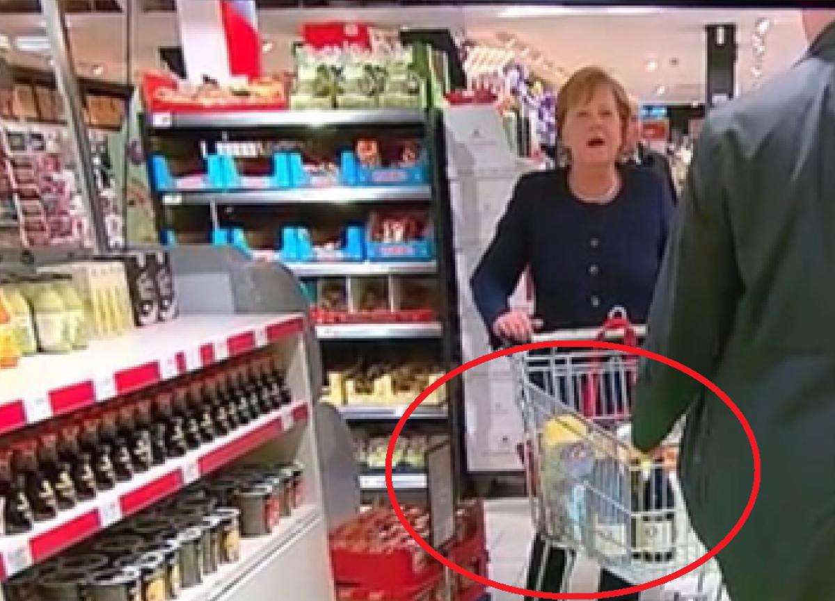 Меркель заметили в продуктовом магазине Берлина во время карантина: Сеть удивлена покупкой канцлера, фото