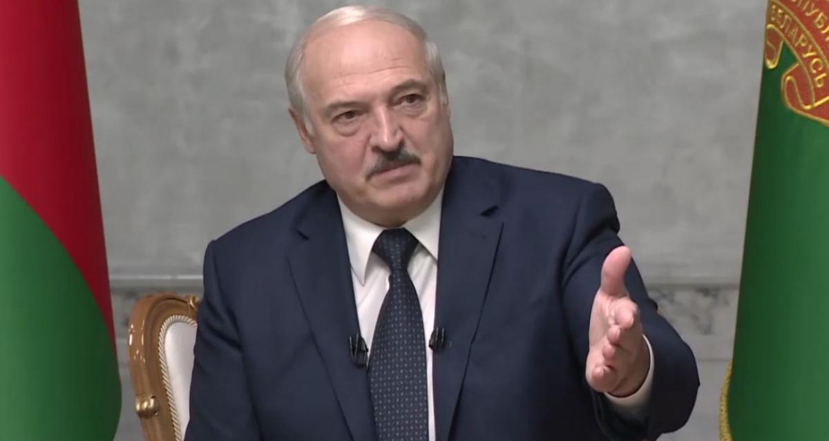 """Лукашенко обвинил Украину в расшатывании ситуации в Беларуси: """"Нас качают со всех сторон"""""""