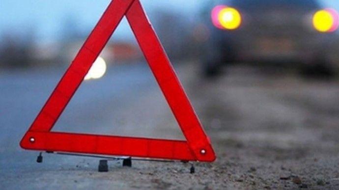 Девушка на BMW на большой скорости влетела в автомобиль аварийной службы в Киеве: много пострадавших