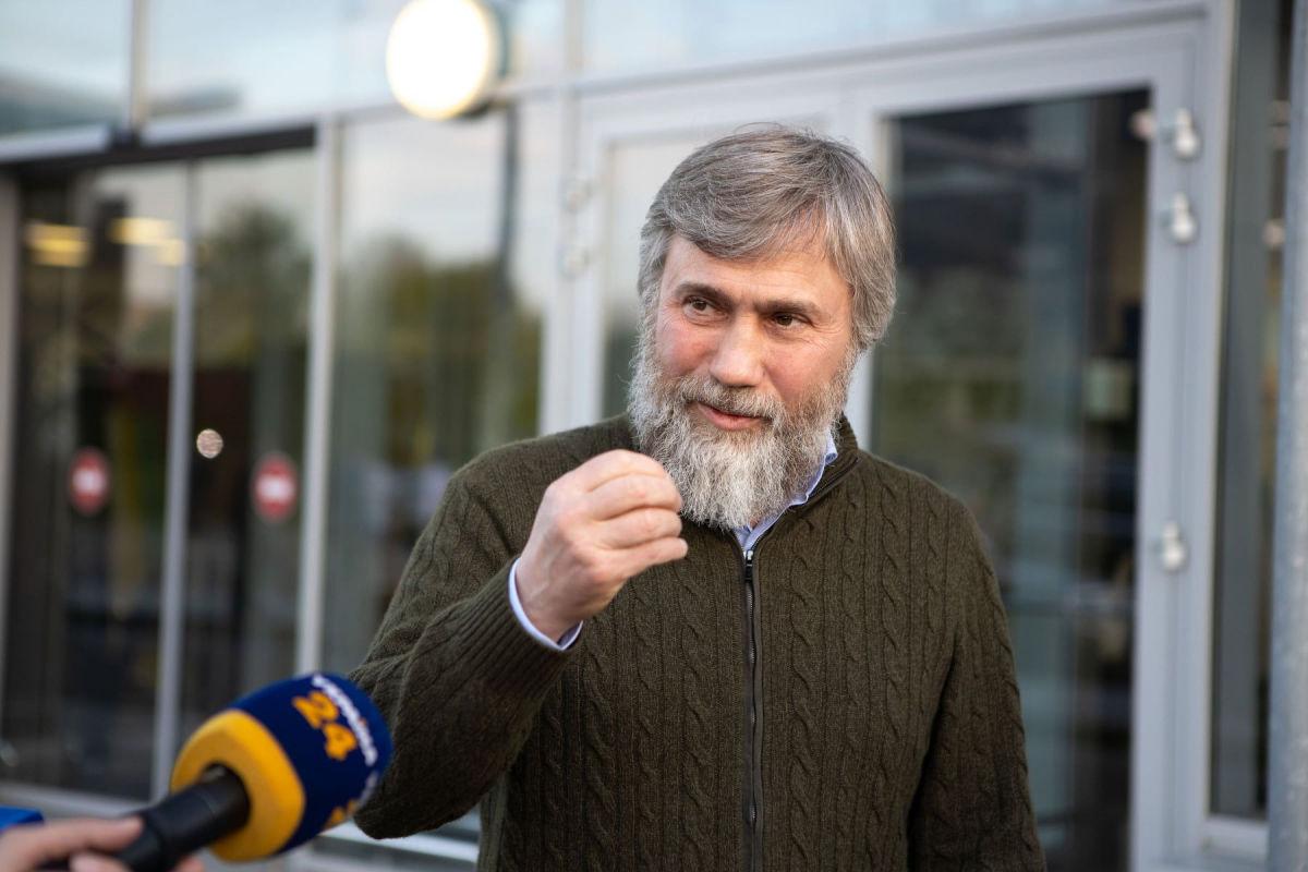СМИ зафиксировали визит олигарха Новинского в офис Зеленского