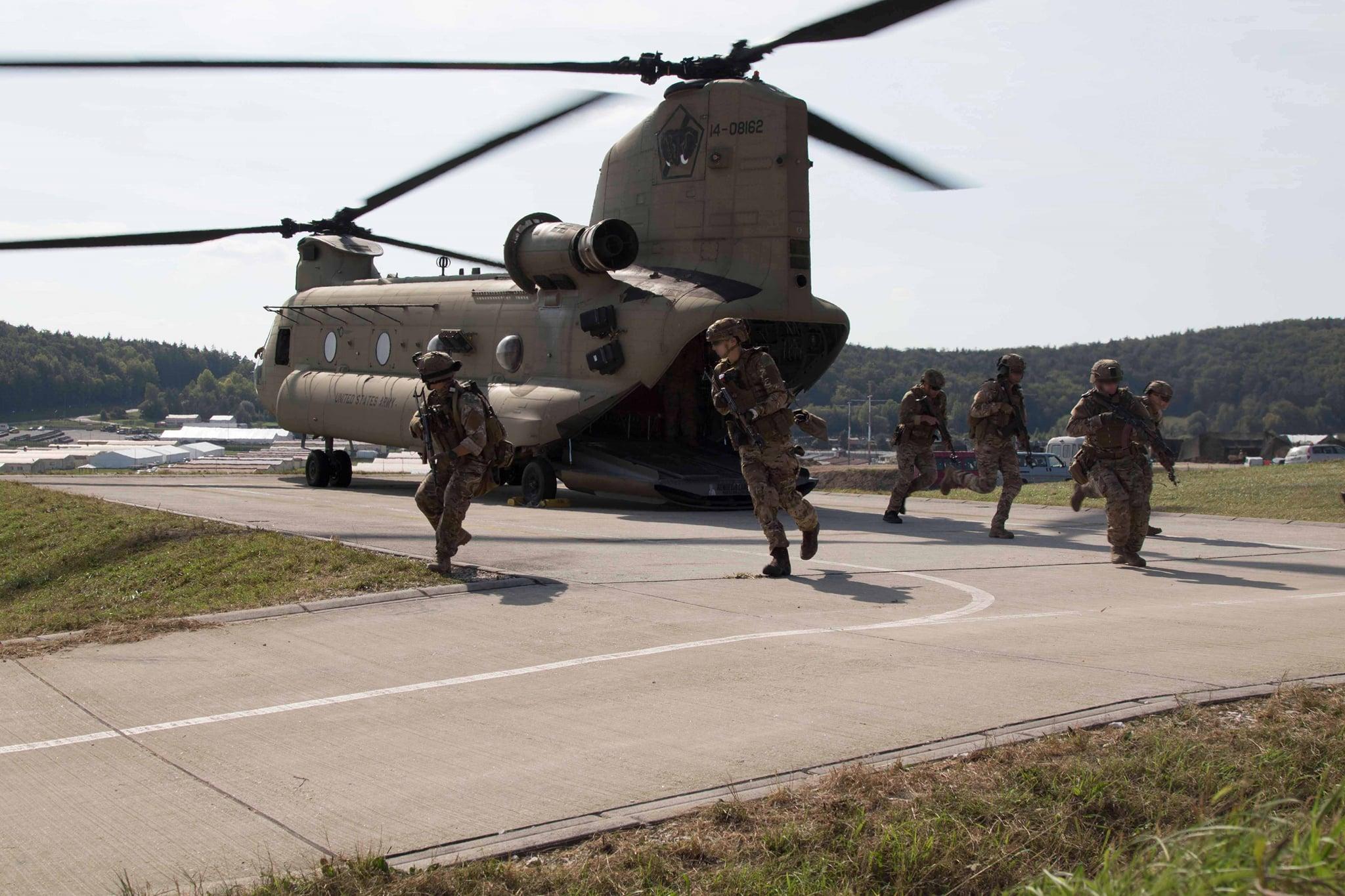 Спецназ ССО ВСУ произвел высадку на вертолетах США Black Hawk и Chinook: в полной боевой готовности