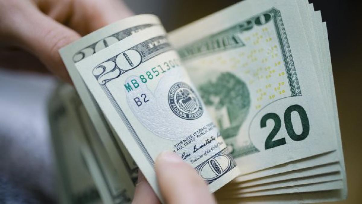 """Из-за коронавируса в Украине """"взлетит"""" доллар: чего ожидать украинцам"""