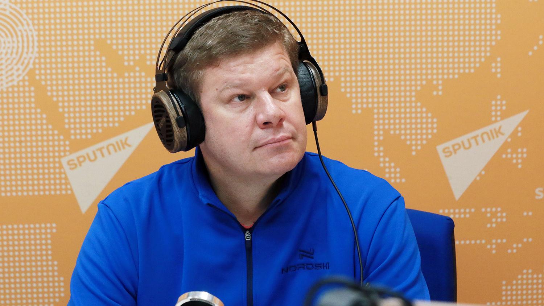 """Украина внесла в """"черный список"""" российского комментатора Губерниева: СМИ показали его поступок на фото"""