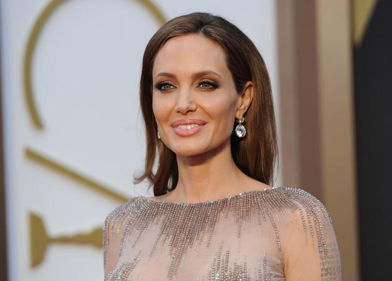 мир, США, Голливуд, общество, Анджелина Джоли, Брэд Питт, болезнь, анорексия, паранойя