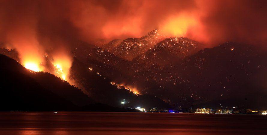 Пожары в Турции: огонь приблизился к ТЭЦ, эвакуированы тысячи людей