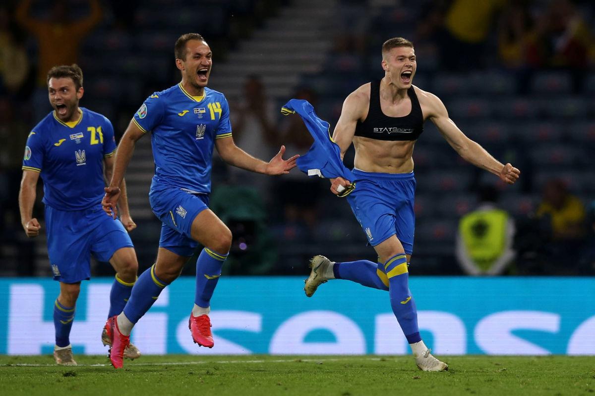 """""""Матч-пушка"""" - сборная Украины впервые в истории вырвалась в ¼ Евро - 2020, разгромив шведов на поле"""