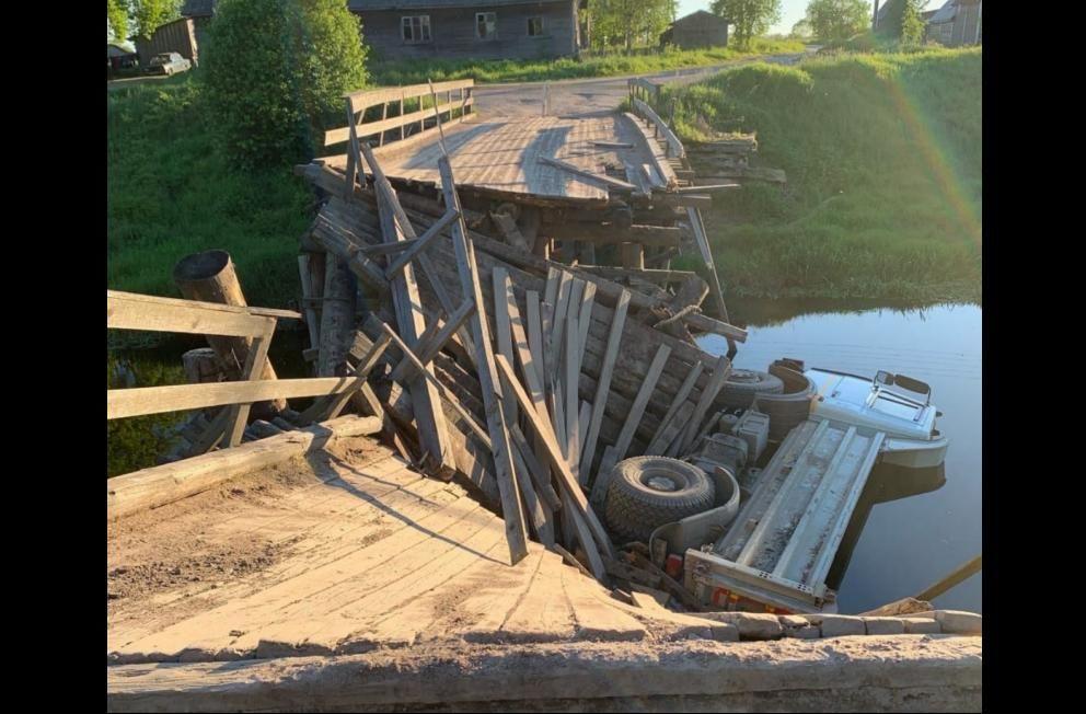 В России рухнул очередной мост вместе с самосвалом - жители сел отрезаны, автомостов рядом не осталось