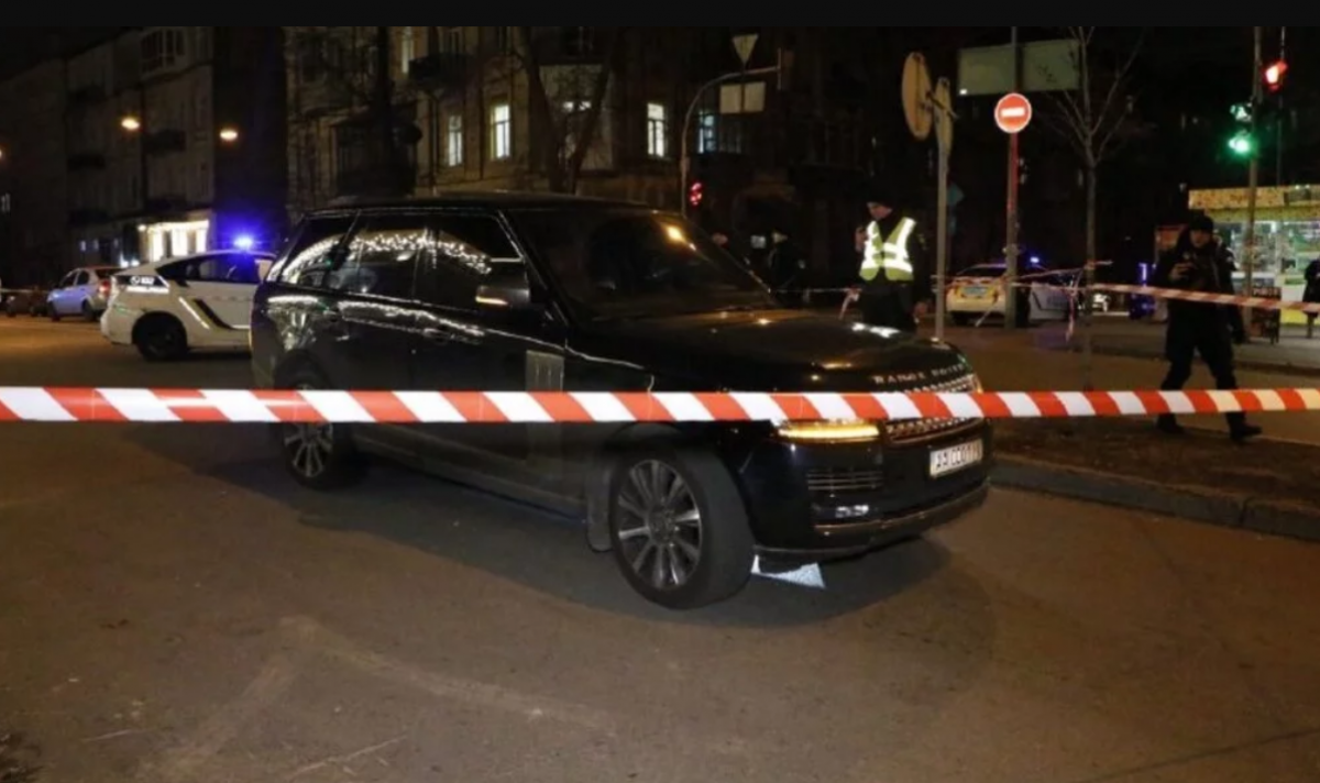 Пуля попала ребенку в голову, мать рыдала у скорой: очевидец рассказал о покушении на Соболева