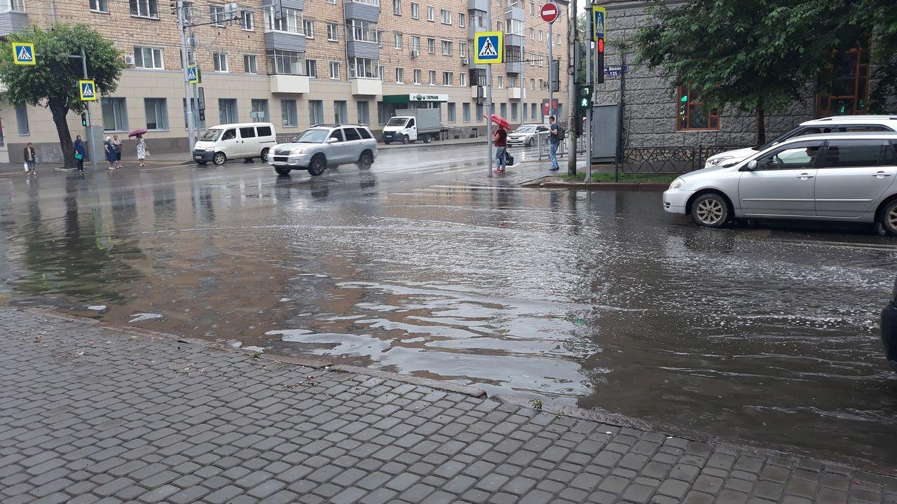 После потопа в Крыму ливни залили Сибирь – люди передвигаются по пояс в воде