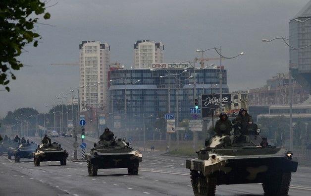 Военная бронетехника уже в Москве: появилось видео, что происходит в России накануне митингов за Навального