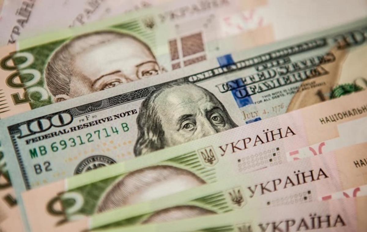 Курсы доллара и евро изменились разнонаправленно: ситуация в пунктах обмена