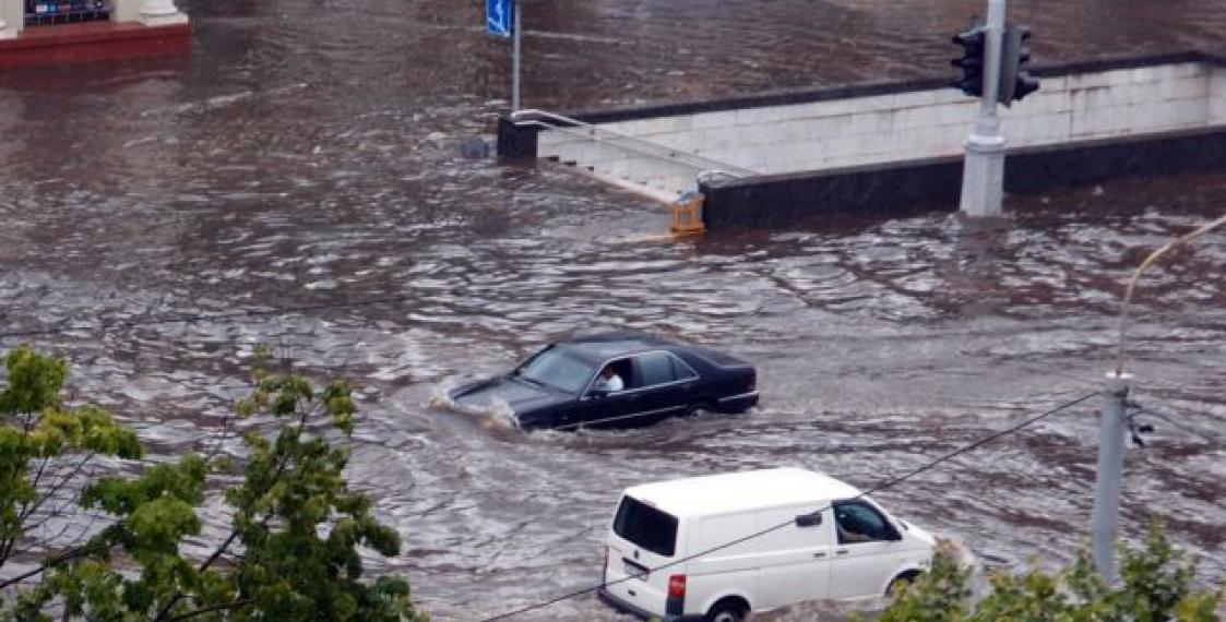 В Украину идет мощный циклон из Европы: будут сильные грозы, ливни и масштабные потопы на улицах