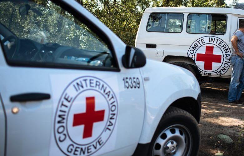"""Террористы """"ДНР"""" подло открыли огонь по мирным жителям Зайцево и устроили пожар во время раздачи гуманитарной помощи от Красного Креста"""