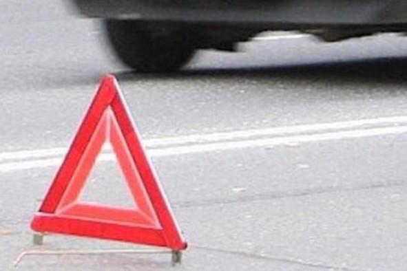 В России иномарка на бешеной скорости влетела в общественную остановку: пять человек погибли сразу, - кадры