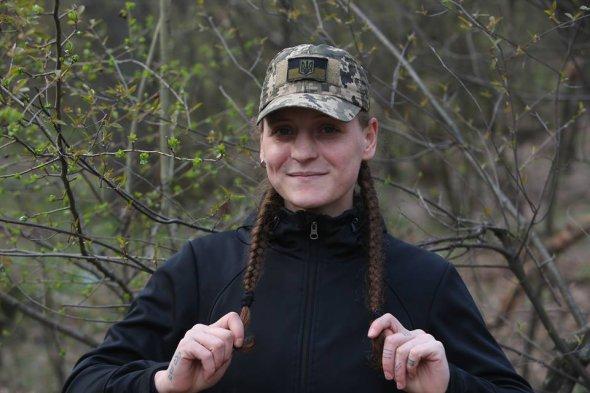 """""""Мы были в 800 метрах от Луганска, мы бы закончили войну если б нам разрешили"""", – боец с позывным """"Валькирия"""""""