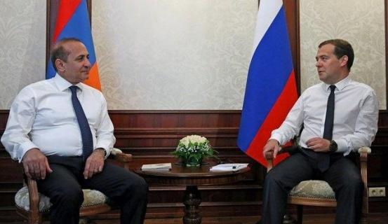 Синьор едет в гости к вассалу: глава правительства РФ едет в Ереван для встречи со своим армянским коллегой Абраамяном