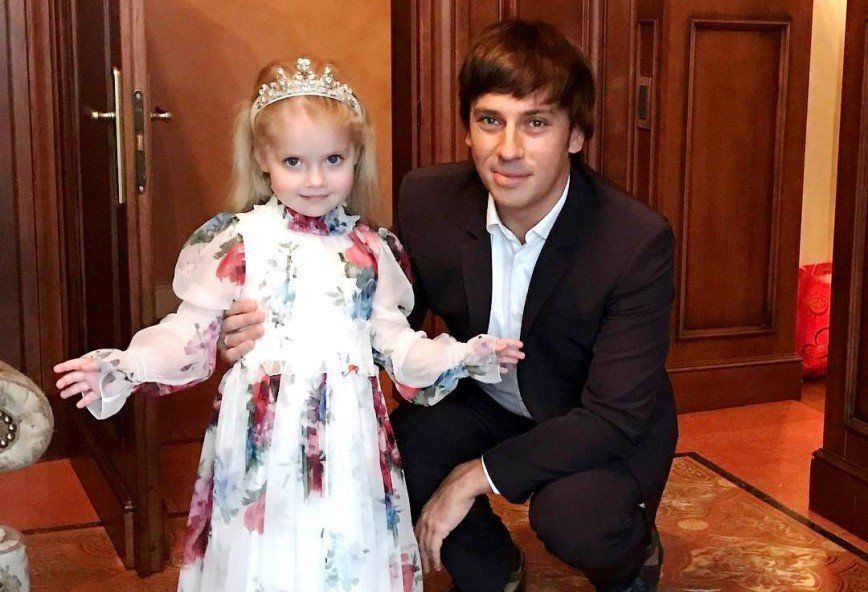 """""""Я показываю это фото впервые"""", – Галкин показал их с Пугачевой полугодовалую дочь Лизу"""