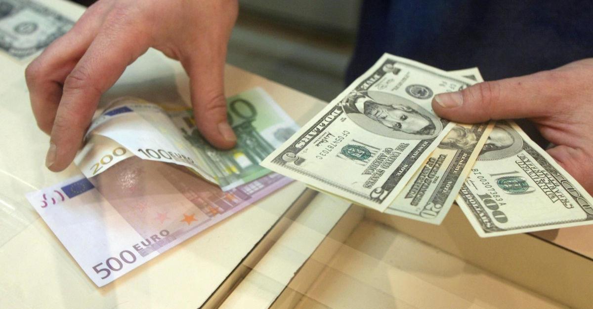 Гривна укрепилась относительно основных валют – аналитики рассказали, каким будет курс в будущем