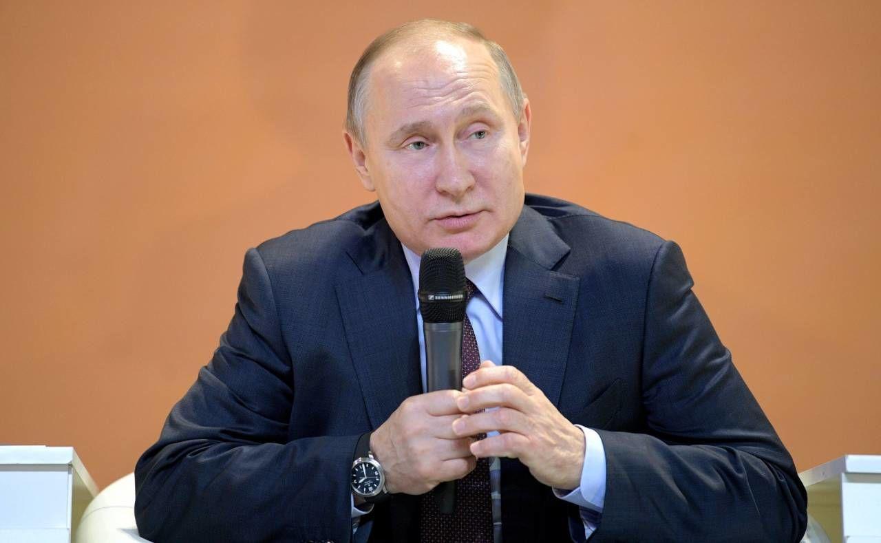 Песков объяснил загадку наручных часов Путина