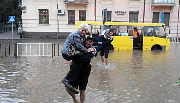 """Адская жара до 35 градусов и сильные ливни: стало известно, по каким регионам Украины погода нанесет """"удар"""""""