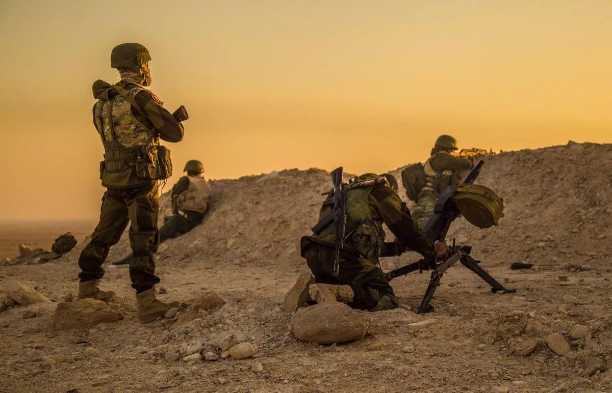 """Группировка """"Вагнера"""" попала в засаду в районе Триполи: машина наемников перевернулась под плотным огнем"""